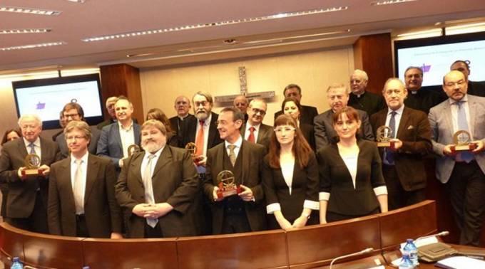"""Obispos españoles premian a periodistas por su """"servicio a la dignidad del hombre"""""""
