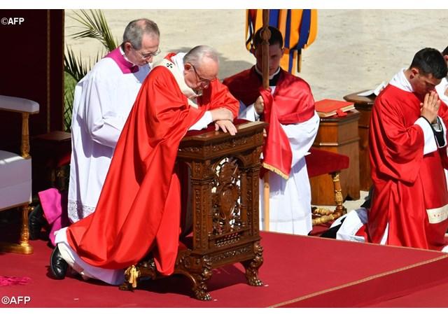 Ángelus: Cercanía del Papa a las víctimas del terrorismo y las guerras