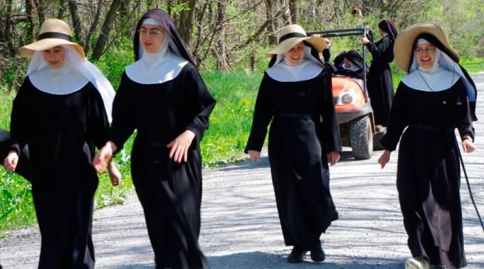 El Papa a religiosas: ¡Despierten el mundo y eviten caer en la cultura del zapping!