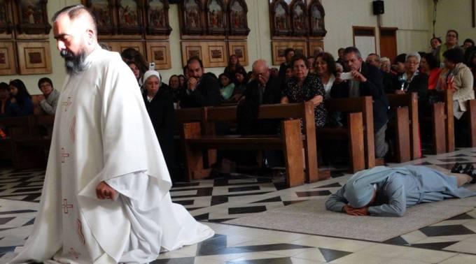 Estos mellizos sobrevivieron gracias a la Virgen: Ahora él es sacerdote y ella religiosa