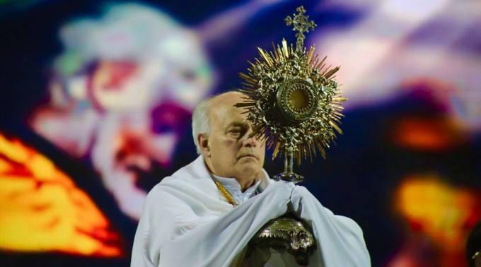 """Miles en Argentina adoraron a Jesús de Eucaristía en concierto """"Cielo Abierto"""""""