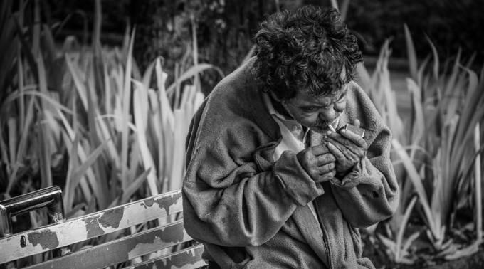 El Obispo que ofrece 3 consejos para salir de la esclavitud de las adicciones