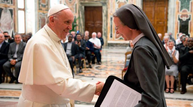 Para evangelizar seamos conscientes de la misericordia de Dios, dice el Papa a los religiosos