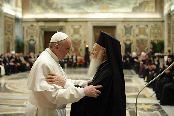 El Papa llama a avanzar en la comunión sin uniformidad entre católicos y ortodoxos
