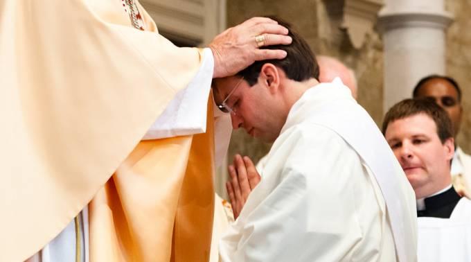 Era protestante e ingeniero espacial y gracias al rosario ahora es sacerdote