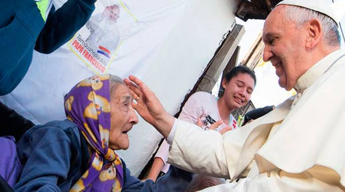 El Papa Francisco destaca en twitter la importancia de los abuelos en las familias