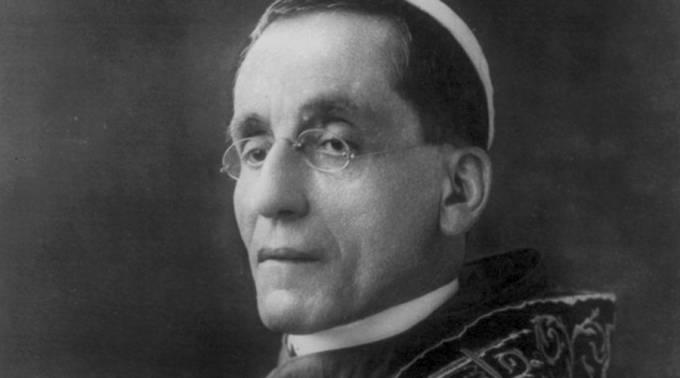 """Un Cardenal destaca la actualidad de una carta de Benedicto XV contra """"inútil masacre"""" de la guerra"""