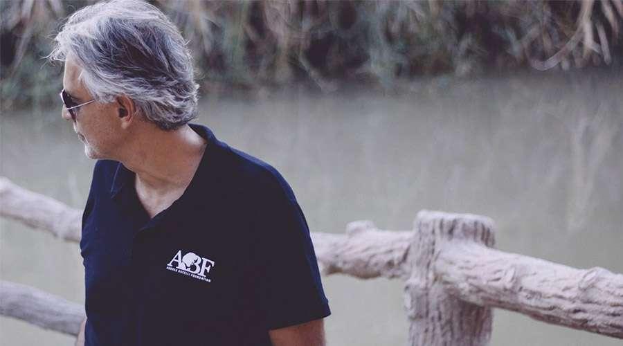 La hermosa reflexión de Andrea Bocelli tras visitar el lugar donde Jesús fue bautizado