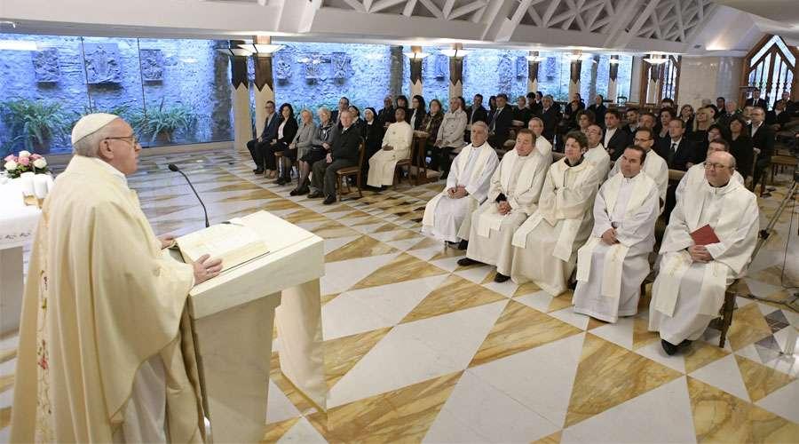 El Papa Francisco pide tener compasión con los que sufren y no limitarse a sentir pena