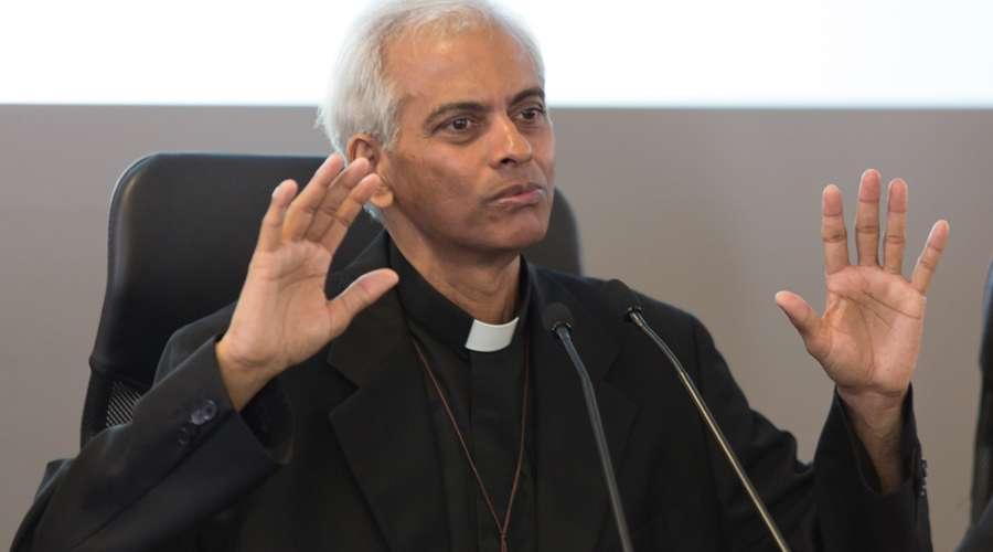 Dios estuvo siempre conmigo, dice sacerdote secuestrado 18 meses por yihadistas