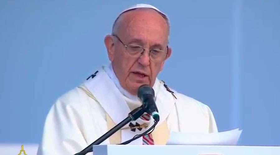 El Papa Francisco a sacerdotes, consagrados y laicos: la oración es nuestra fuerza