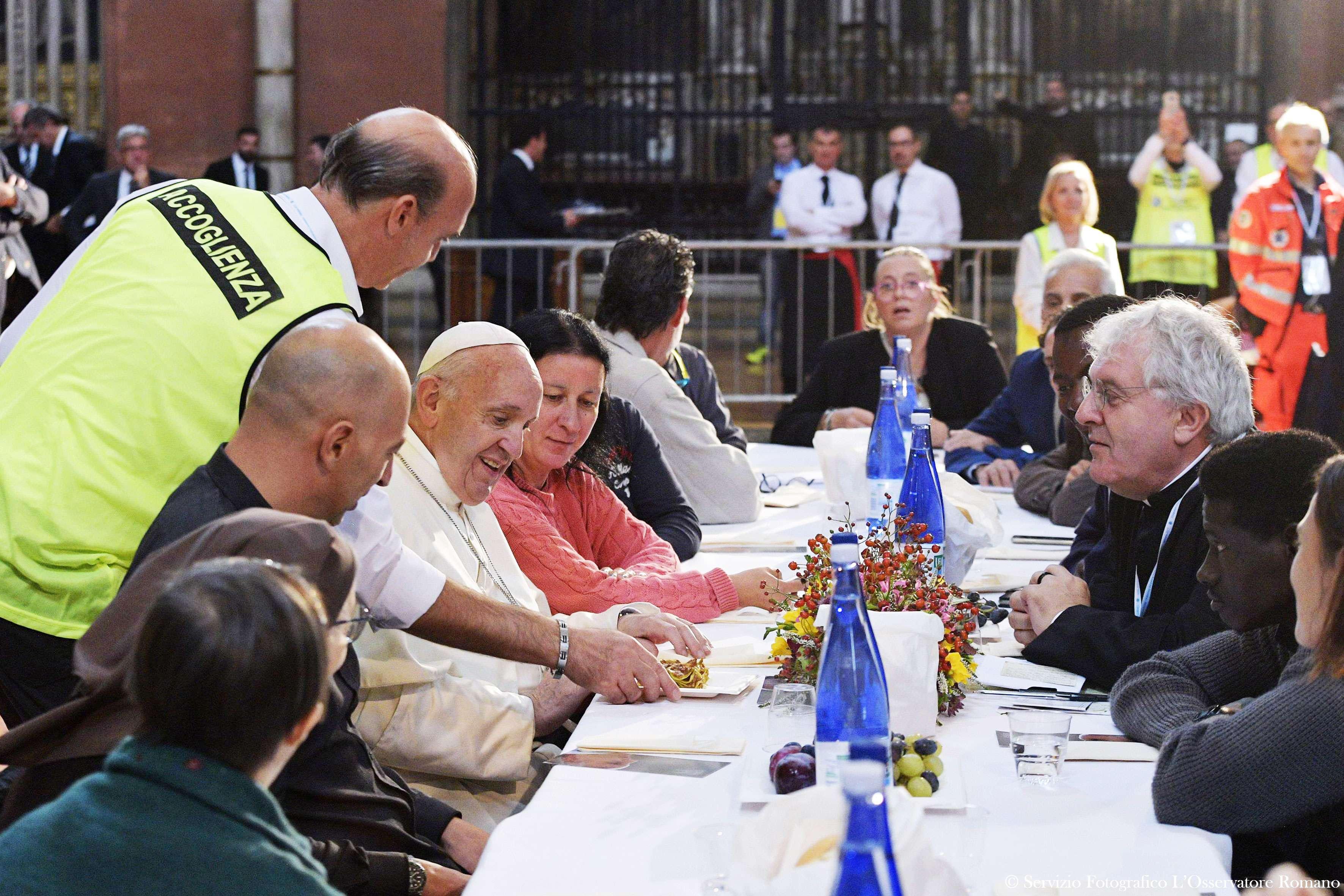 El Papa compartirá el almuerzo con 1500 necesitados en la Jornada Mundial de los Pobres