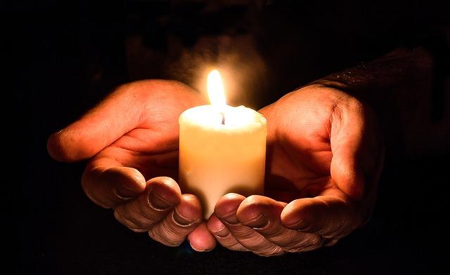 Hoy es el Día Mundial del SIDA, recemos con la Iglesia por todos los que sufren