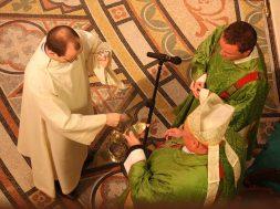 catholic-liturgy-656599_640