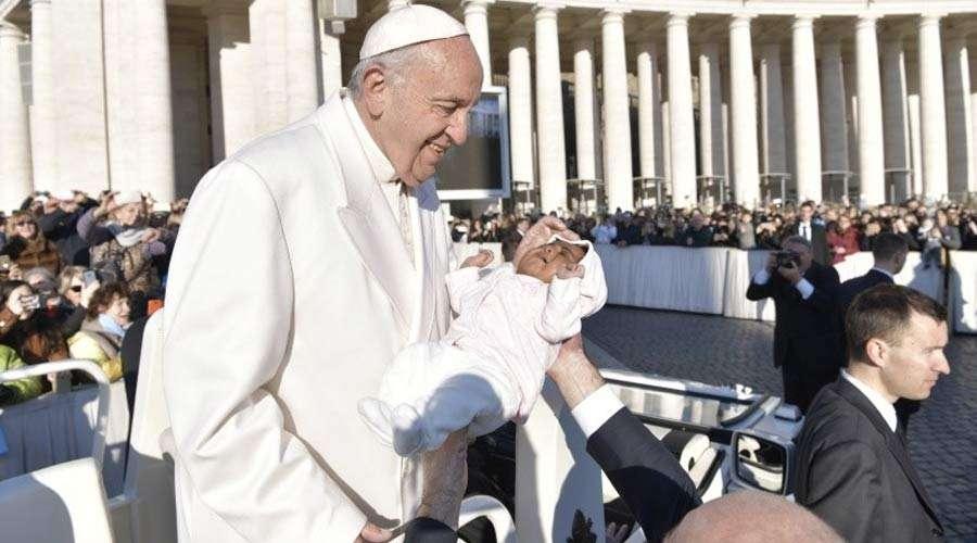 La vida humana, desde su concepción hasta su fin natural, es siempre digna, recuerda el Papa