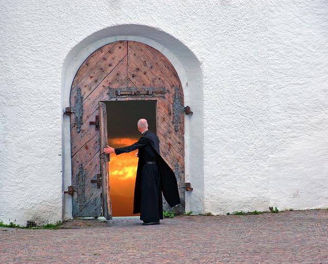 """El Papa Francisco pide sacerdotes que sean pastores cercanos y no """"patrones de finca"""""""