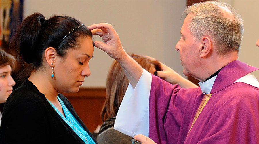 ¿De dónde obtienen los sacerdotes las cenizas para Miércoles de Ceniza?