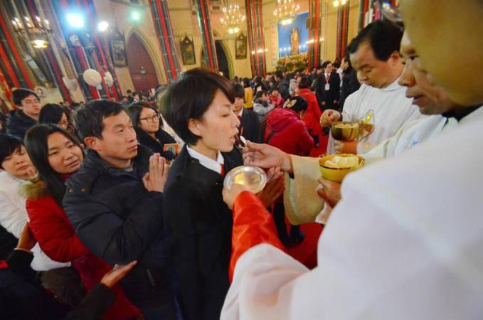 Iglesia Católica en China acogió casi 50 mil bautizados en 2017
