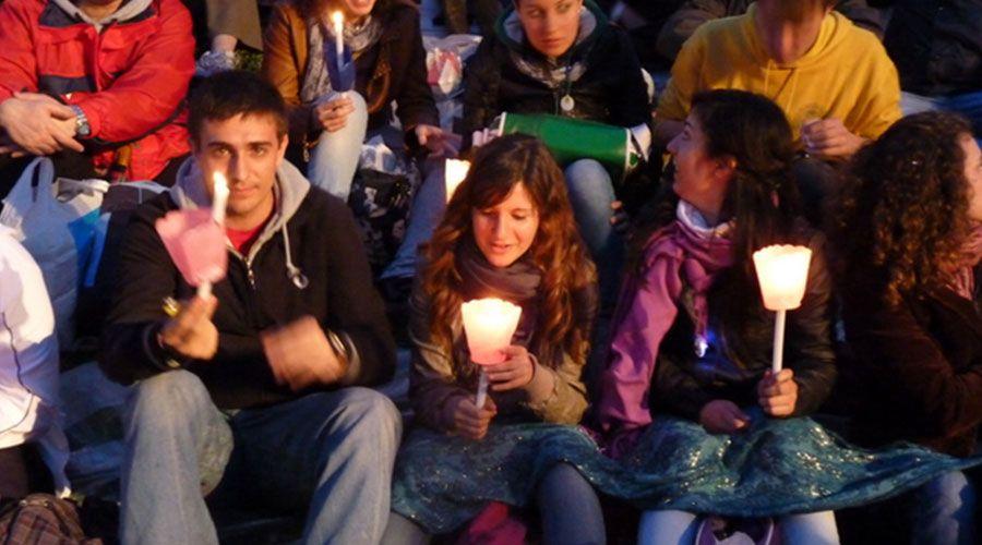 Pre Sínodo 2018: Jóvenes comparten impactantes testimonios durante Vía Crucis