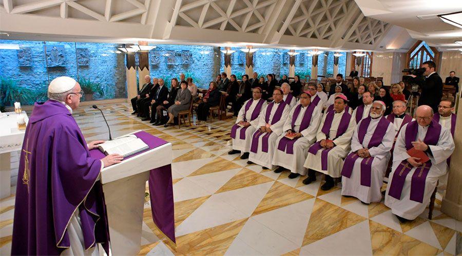 Estas son las dos características de la oración cristiana, según el Papa