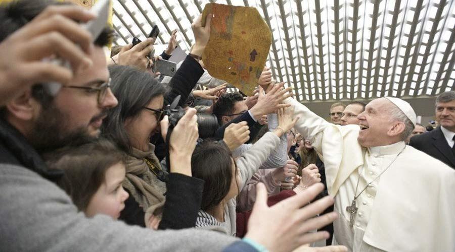 Dios nos da mucho y nos pide poco, destaca el Papa en su catequesis