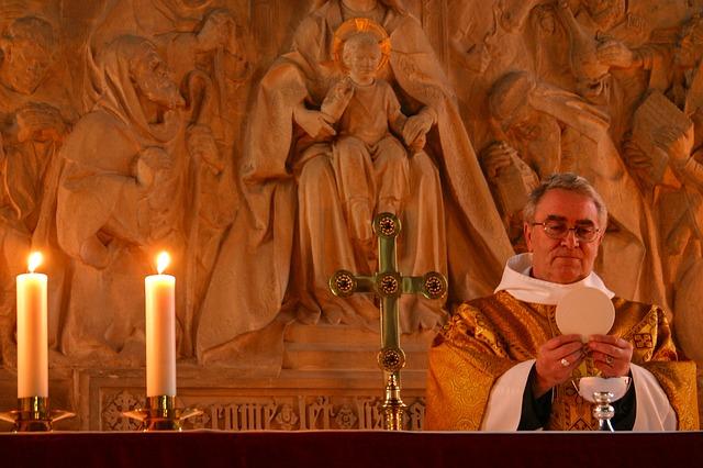 El cardenal que pide redescubrir la preciosidad del sacerdocio