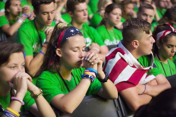 """""""Necesitamos mostrar a los jóvenes cómo es la santidad"""", exhorta Arzobispo al Sínodo"""