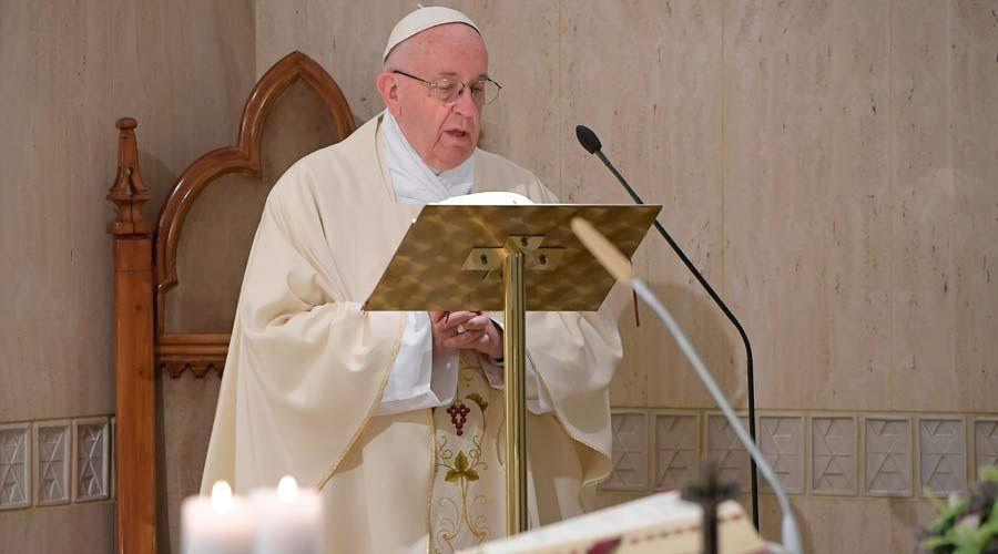 """No a los cristianos de """"agua de rosas"""" que olvidan la alegría del testimonio, dice el Papa"""