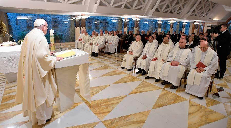 """El Papa critica la hipocresía del mundo que grita """"libertad"""" pero cada vez es más esclavo"""