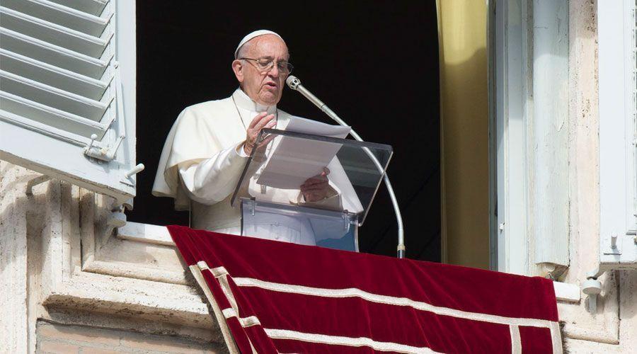 Cualquier maltrato físico a los más débiles es una ofensa a Dios, advierte el Papa