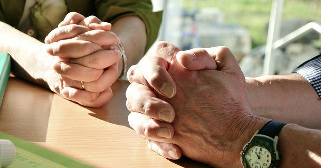 La oración genera un espíritu renovado que lleva a compartir los dones, señala el Papa