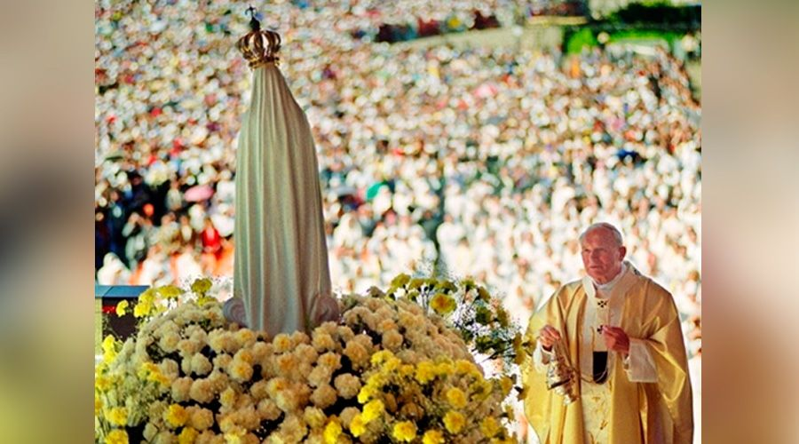 """¿Vaticano autorizó """"foto"""" de San Juan Pablo II y la Virgen? La verdad de esta imagen viral"""
