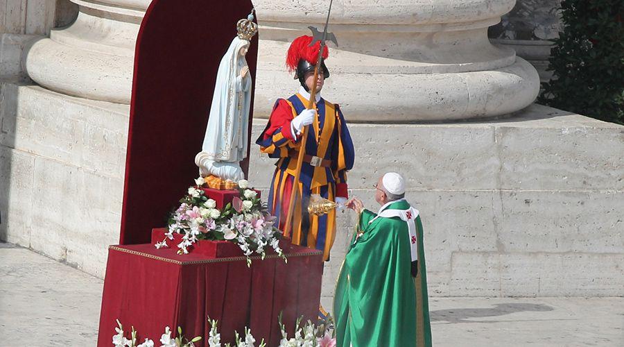 La oración con la que el Papa consagró el mundo a la protección de la Virgen de Fátima