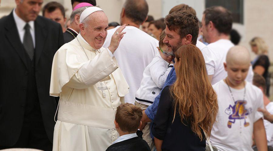 """Papa Francisco: La familia """"como imagen de Dios"""" es solo una, formada por hombre y mujer"""