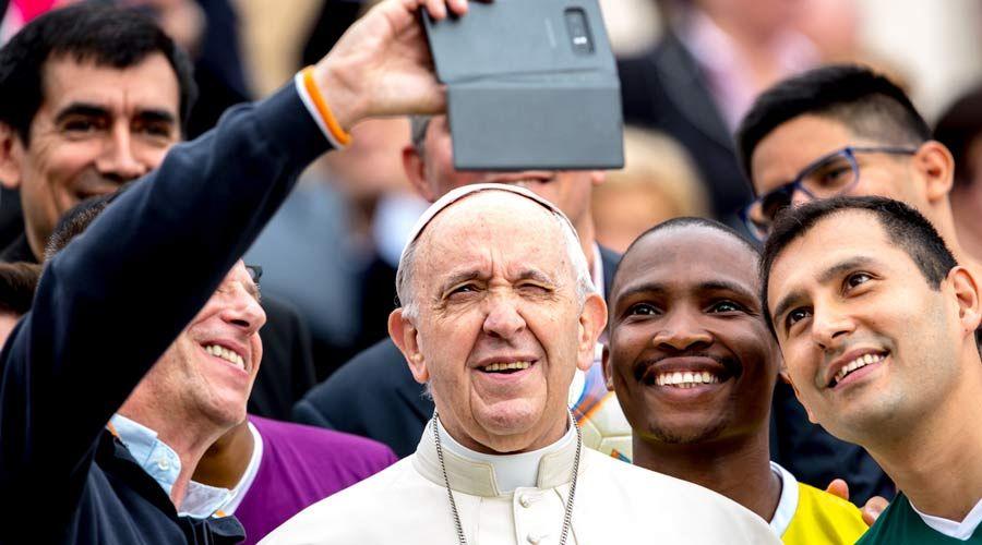 Vaticano presenta documento de preparación al Sínodo de los Obispos sobre los jóvenes