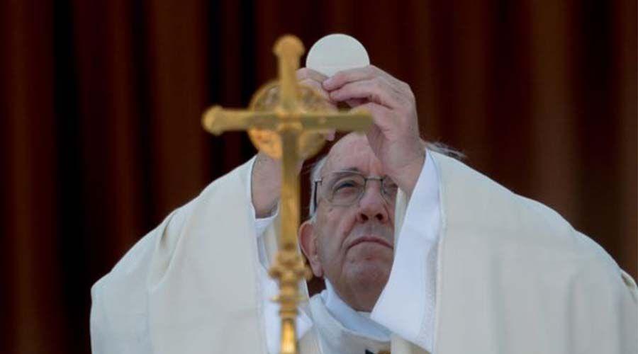 La Eucaristía corazón de la Iglesia que sacia más que nada, dice el Papa en Corpus Christi