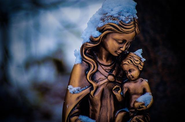 8 hermosas representaciones no tradicionales de la Virgen María