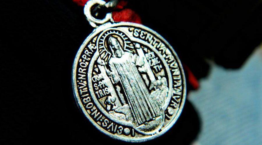 ¿Conoces el significado de la medalla de San Benito?