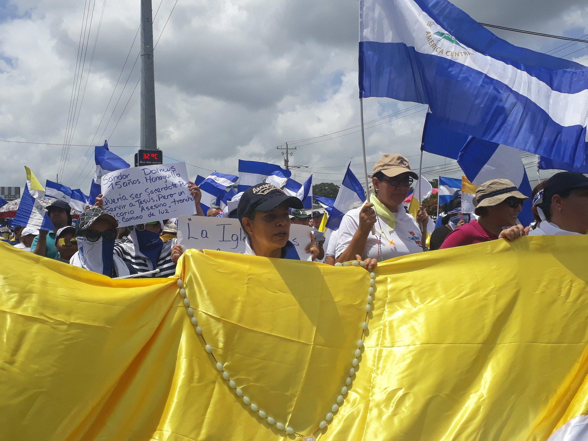 Miles marchan en apoyo la Iglesia en Nicaragua