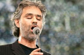 AndreaBocelli-Flickrlaurentius87(CC-BY-SA-2.0)-060818