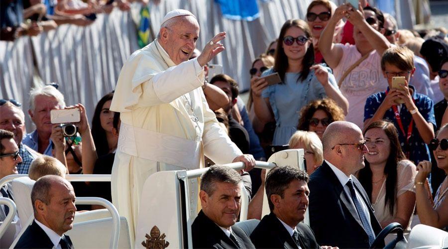 """Papa Francisco recuerda el """"dolor y la amargura"""" de los casos de abusos sexuales en Irlanda"""