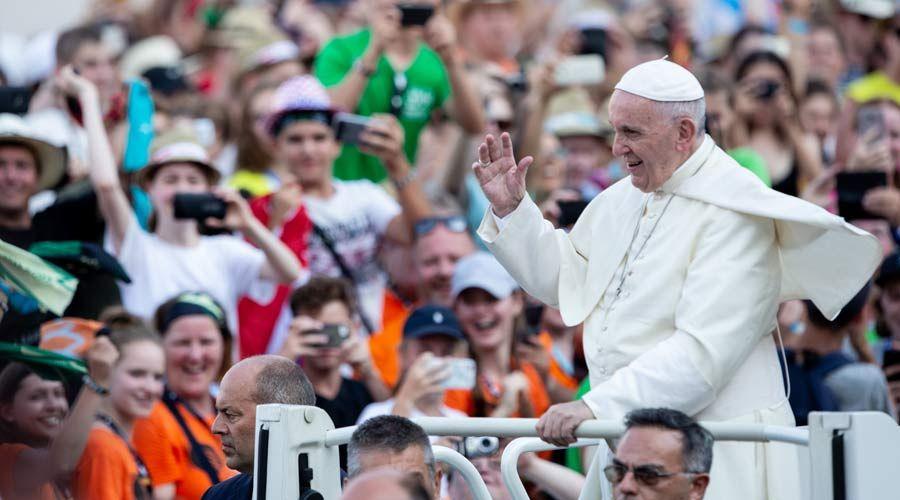 El camino hacia la santidad no es para perezosos, dice el Papa a 60.000 monaguillos