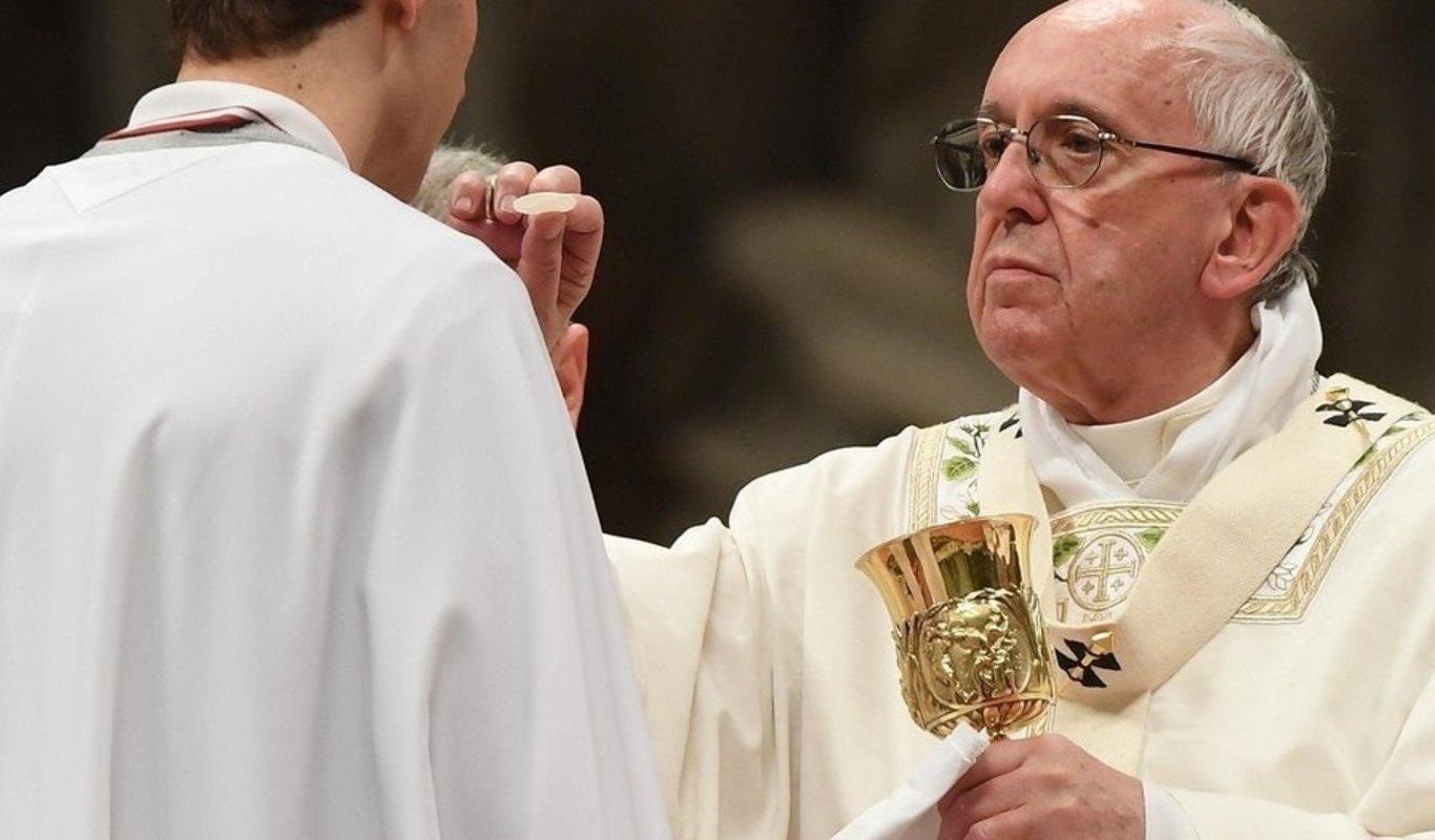 Al comulgar se recibe la vida misma del Señor, recuerda el Papa Francisco