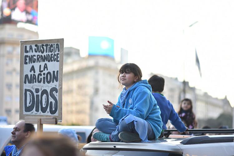Senado rechaza proyecto de ley de aborto en Argentina