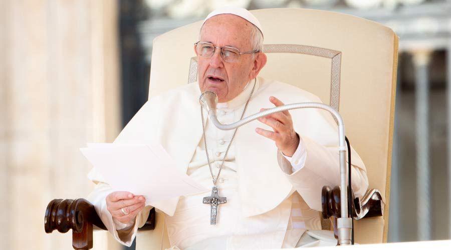 """El Papa critica un mundo """"sediento de diversión"""" pero que hace sentir vacías a las personas"""