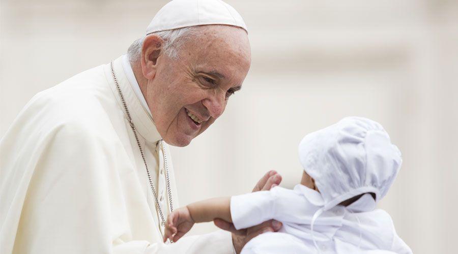 """El Papa Francisco recuerda el deber de respetar a los padres: """"Os han dado la vida"""""""