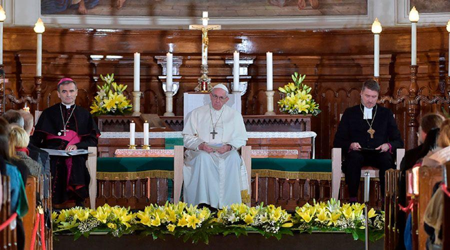"""El Papa a los jóvenes en Estonia: """"Queremos acompañaros"""""""