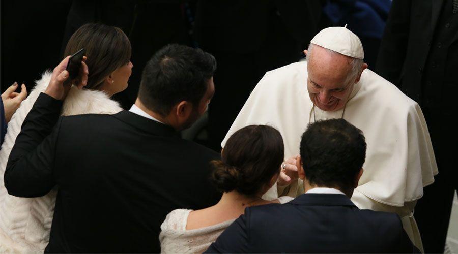 En este tiempo hace falta ser valiente para casarse, dice el Papa Francisco