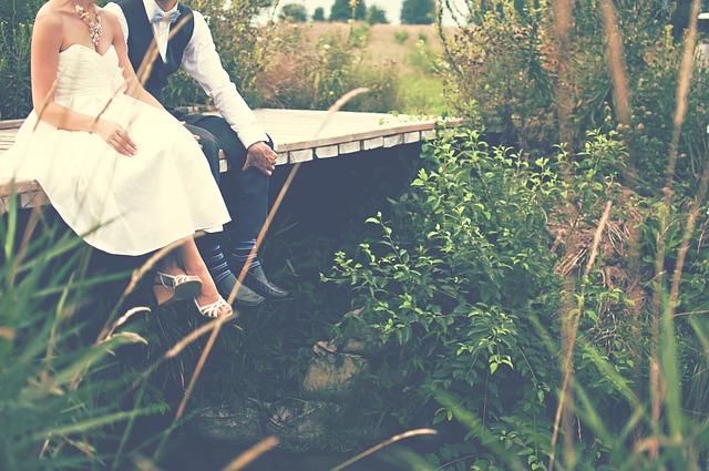 ¿Quieres saber cómo rezar con tu novio o esposo? Lee estos consejos
