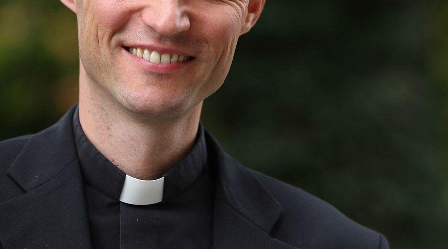 ¿Qué significa dimitir del estado clerical?